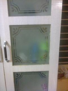 Glass design in kitchen