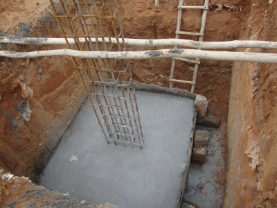 pillar-with-concrete-footing